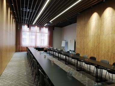 Enlarge picture of this meeting room